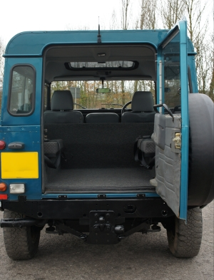 land rover defender interior back seat. t landrover defender 90 td5 county cobar blue metallic power assisted steering 7 seater full roof lining rear seats with seatbelts chequer plate land rover interior back seat r